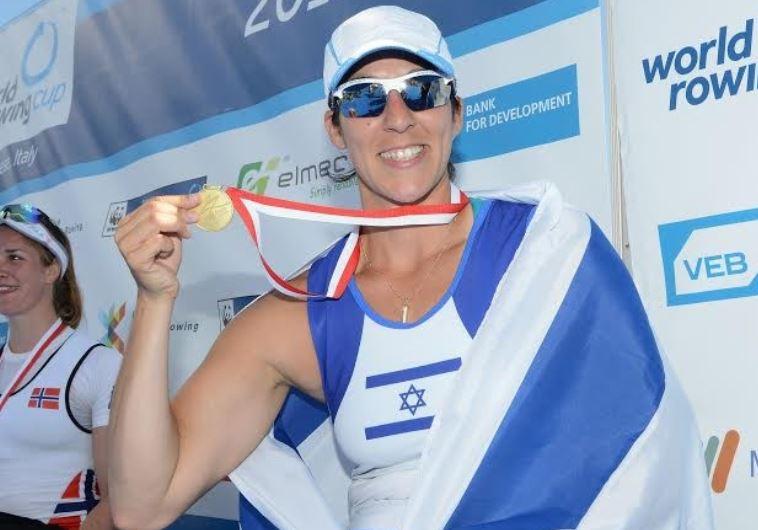 Israeli pararower Moran Samuel shows off her gold medal