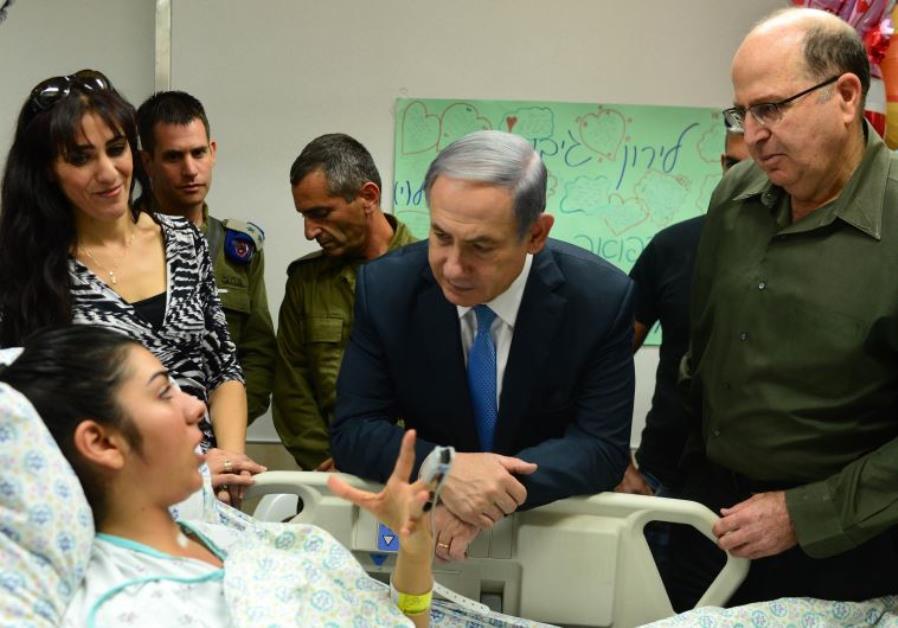 Netanyahu and Ya'alon visit terrorist victims