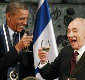 US President Barack Obama toasts with former president Shimon Peres