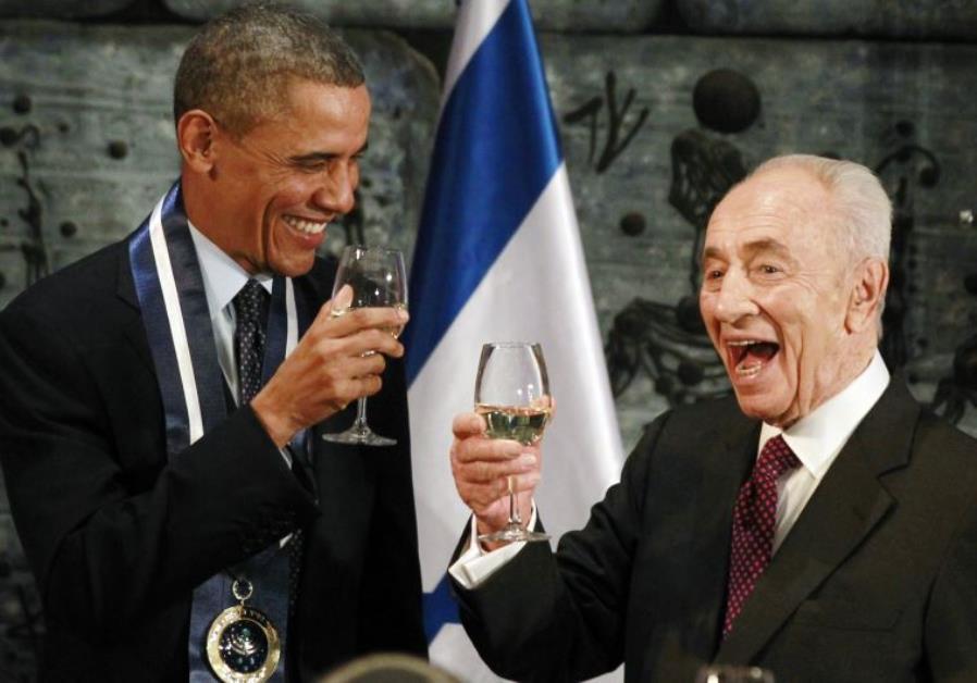 US President Barack Obama toasts with former president Shimon Peres