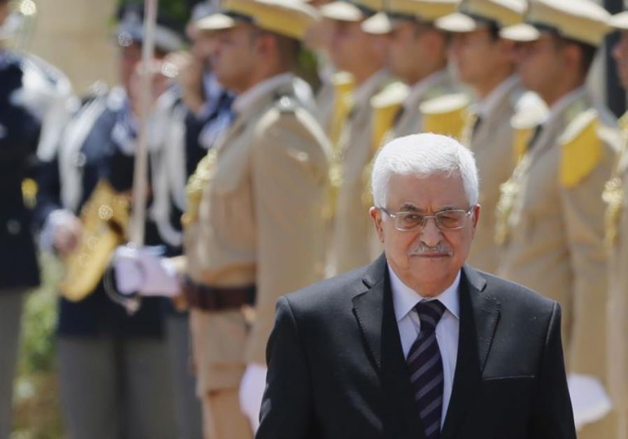 Palestinian President Mahmoud Abbas walks with Italy's Prime Minister Matteo Renzi (unseen)