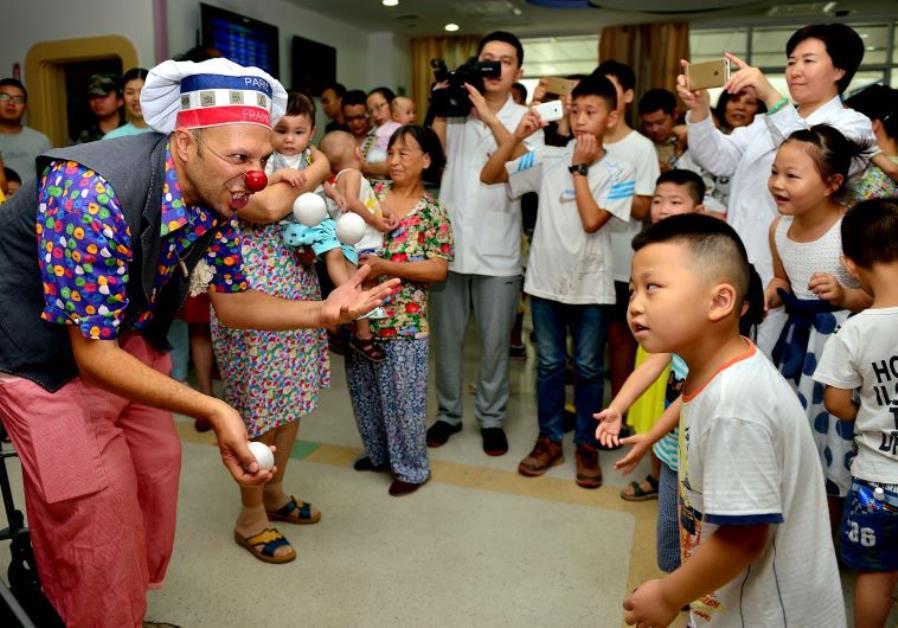 Israeli medical clowns in China
