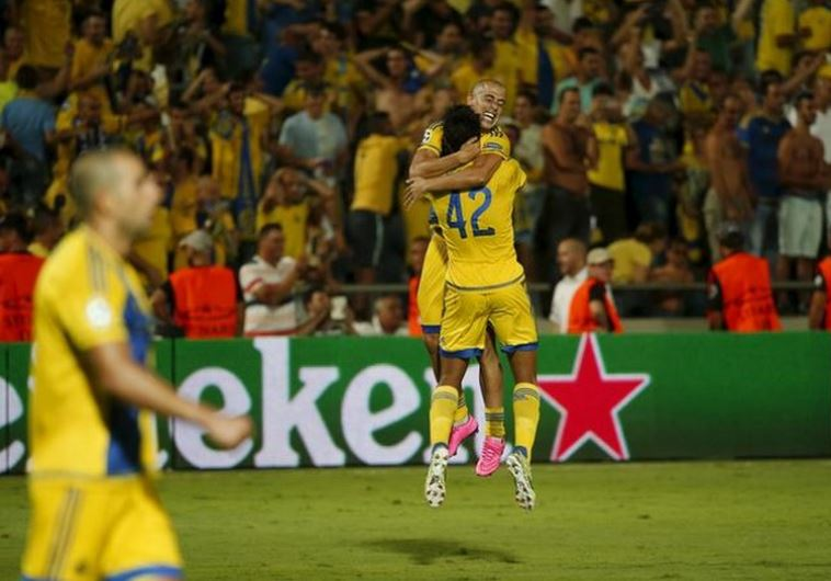 Maccabi Tel Aviv's Dor Peretz and Tal Ben Haim celebrate after advancing to the group stages of  Champions League  (credit: REUTERS/BAZ RATNER)