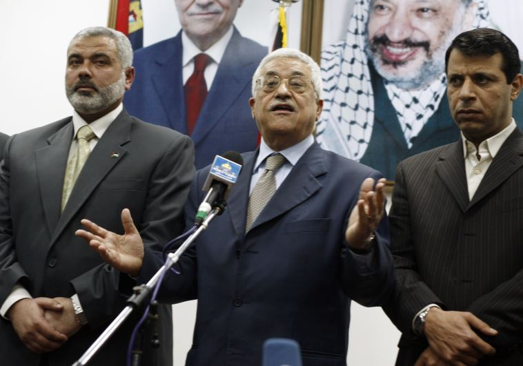 Palestinian president Abbas stands between PM Haniyeh and senior Fatah leader Dahlan in Gaza