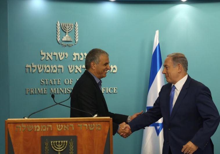 Finance Minister Moshe Kahlon (L) and Prime Minister Benjamin Netanyahu, September 3, 2015  (photo credit: MARC ISRAEL SELLEM/THE JERUSALEM POST)