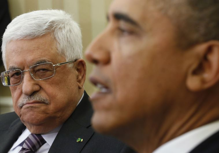 US President Barack Obama meets with Palestinian Authority President Mahmoud Abbas (L)