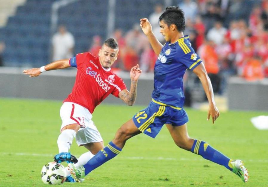 Hapoel Beersheba midfielder Maor Buzaglo (left) and Maccabi Tel Aviv's Dor Peretz (right) do battle