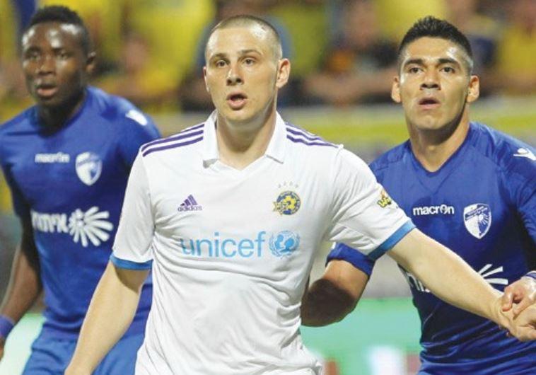 Maccabi Tel Aviv striker Dejan Radonjic (center) couldn't convert his scoring opportunities