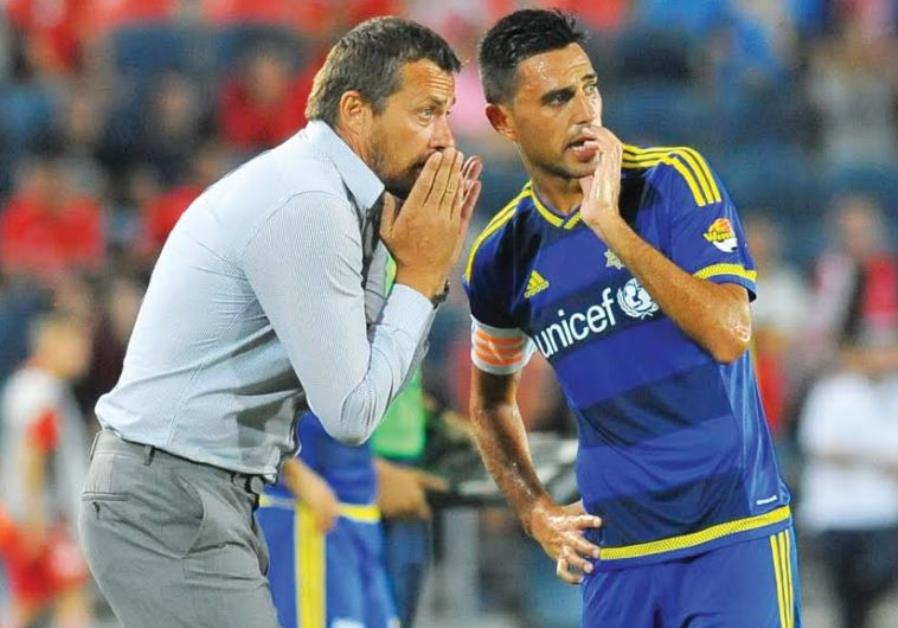 Maccabi Tel Aviv coach Slavisa Jokanovic (left) and star midfielder Eran Zahavi (right)