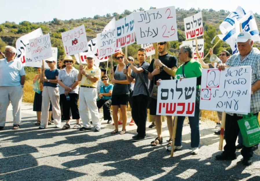 Peace Now activists