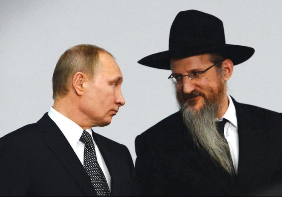 RUSSIAN PRESIDENT Vladimir Putin listens to Russian Chief Rabbi Berel Lazar earlier this year