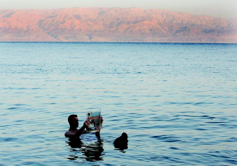 Détente à  la mer Morte
