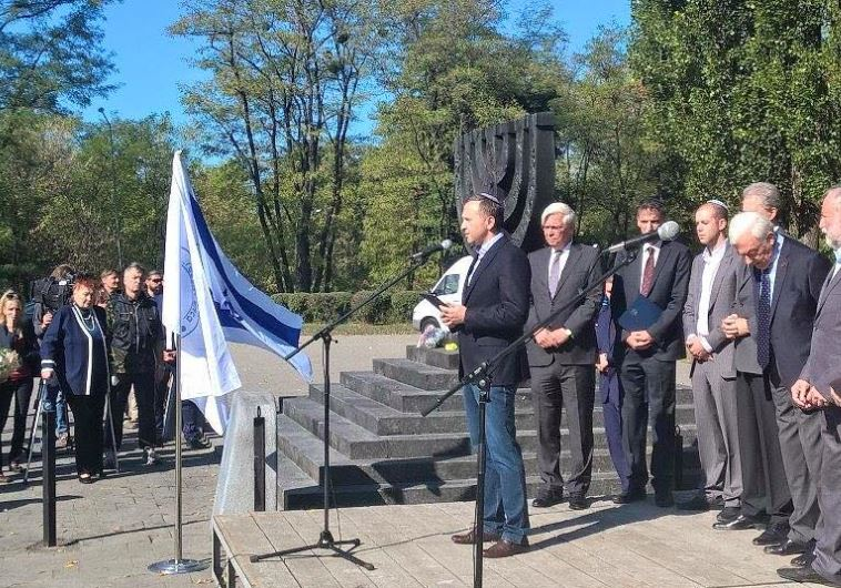 Eduard Dolinsky of the Ukrainian Jewish Committee speaking at Babi Yar