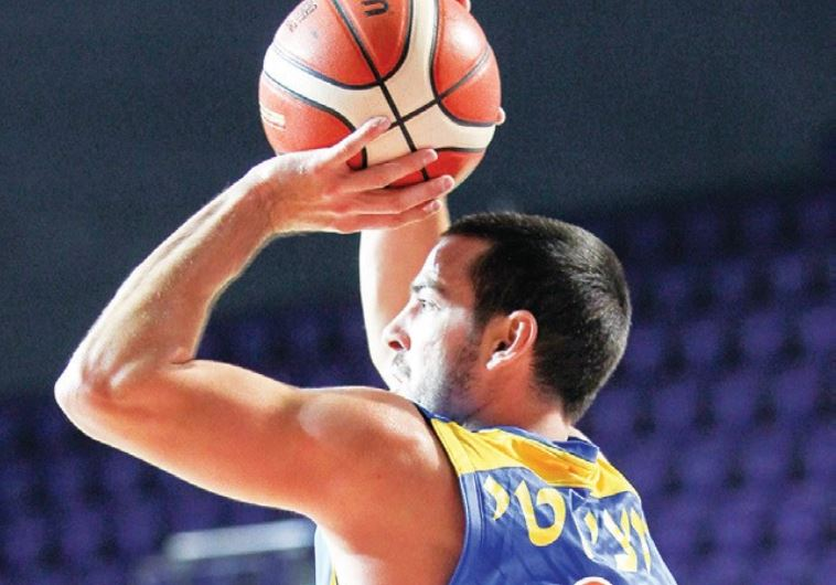 Maccabi Tel Aviv guard Taylor Rochestie