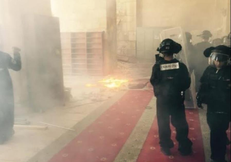 Police enter Temple Mount complex after being pelted with stones and firebombs