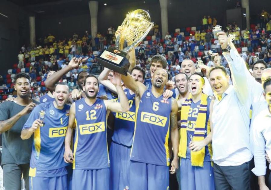Maccabi TA celebrating Winner Cup
