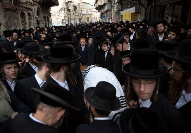 Thousands of Ultra-Othodox Jews walk behind the body of Rabbi Yishayahu Krishevsky during his funera