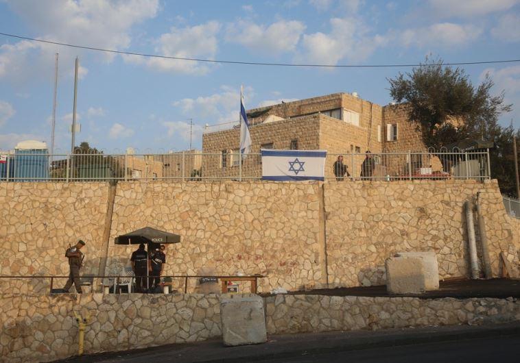 Border Police man the area separating the e. Jerusalem neighborhoods of Armon Hanatziv, Jebl Mukaber