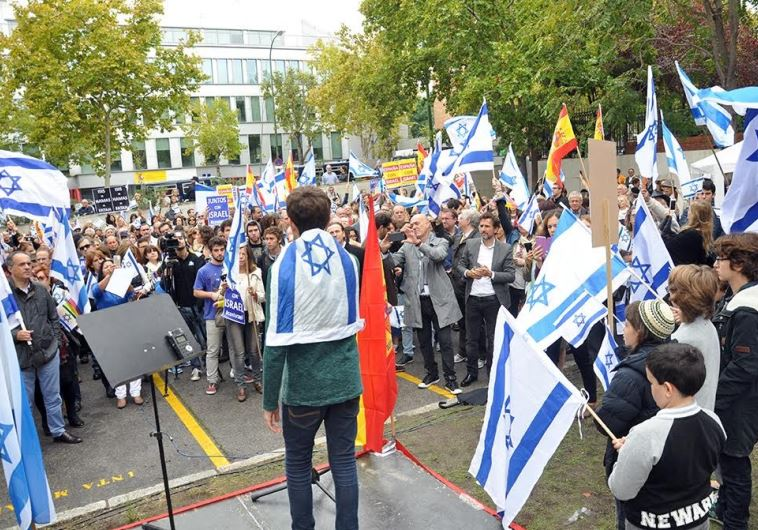 Demonstrators gather to rally in support of Israel