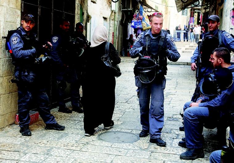 Policiers dans la Vieille ville