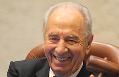 Peres: Conclude peace deal this term