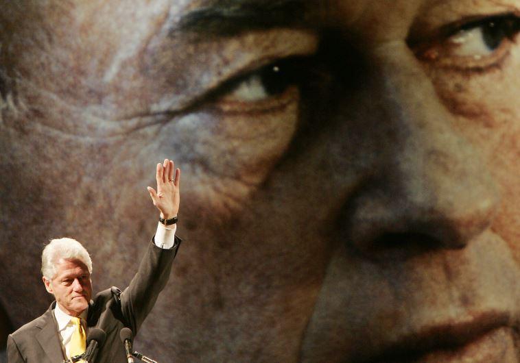 Bill Clinton addresses a rally in Tel Aviv to remember Yitzhak Rabin in 2005