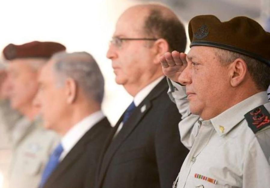 IDF chief of staff Gadi Eisenkot (R), Defense Minister Moshe Ya'alon, and PM Benjamin Netanyahu