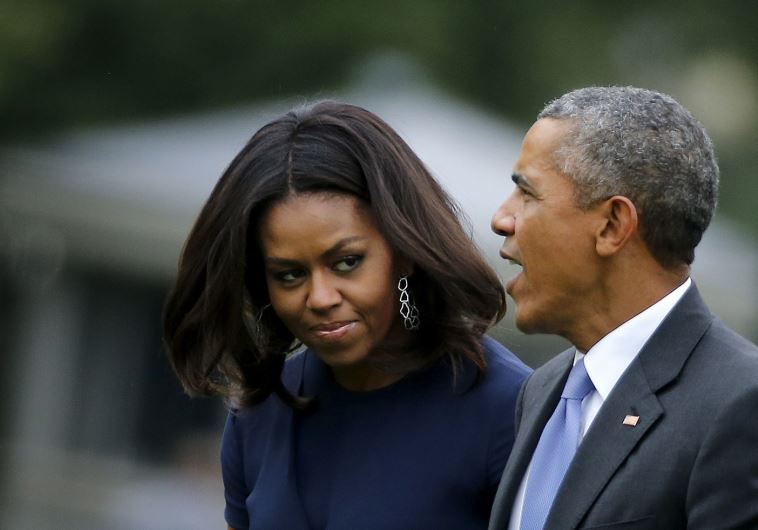 US President Barack Obama (R) and first lady Michelle Obama