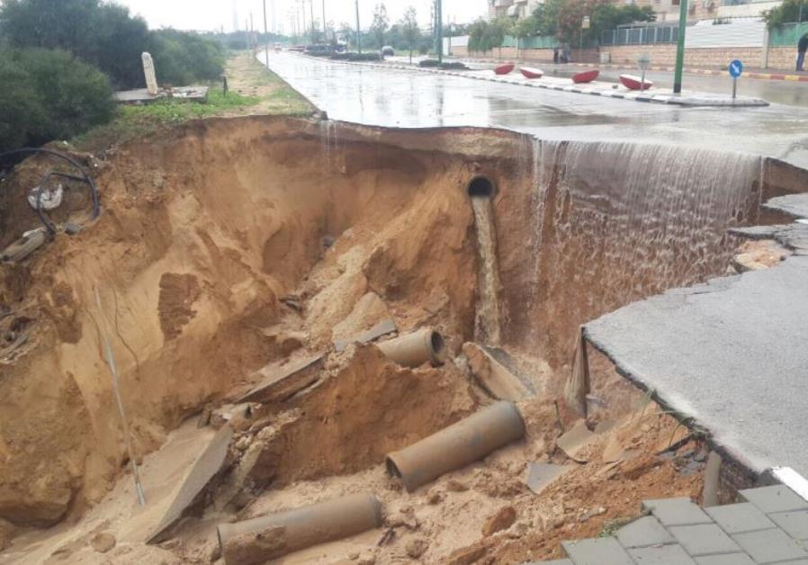 Road collapses in Ashkelon, November 9, 2015
