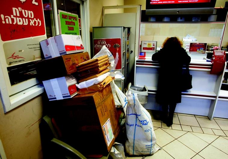 Paquets en attente à la poste