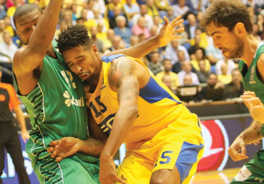 Maccabi Tel Aviv forward Sylven Landesberg (center) couldn't help the team avoid another Euroleague