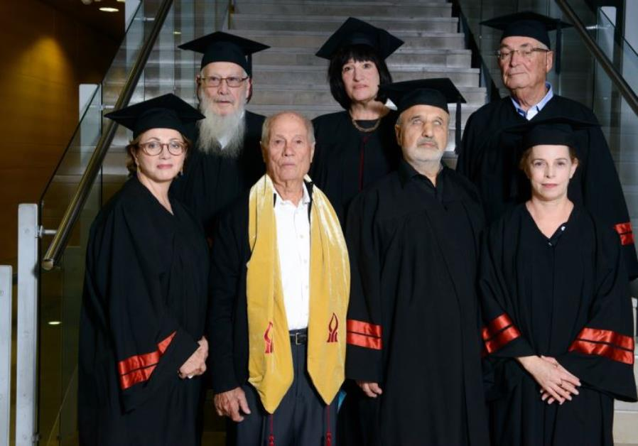 Judy Siegel-Itzkovich recieves honorary doctorate from Ben-Gurion University (Back row middle)