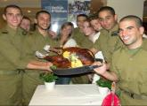 Lone soldiers and new immigrants from North America celebrate Thanksgiving