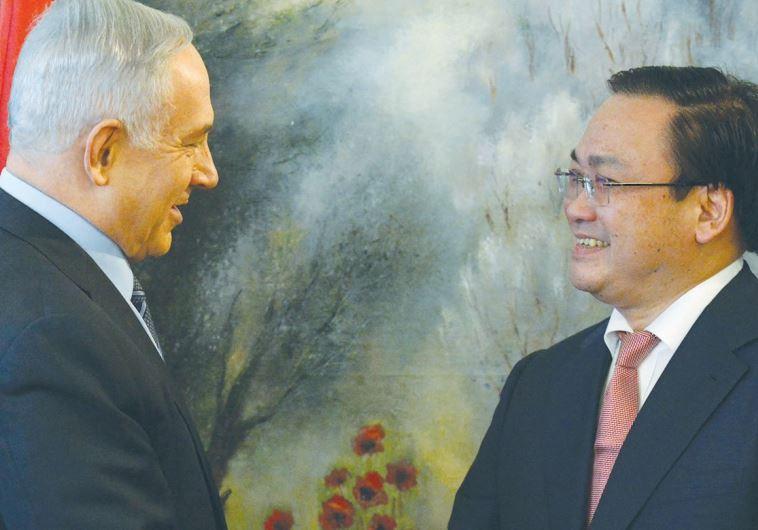 PRIME MINISTER Benjamin Netanyahu greets Vietnamese Deputy Prime Minister Hoang Trung Hai at the Kne