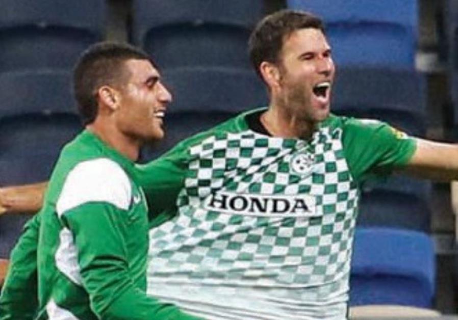Maccabi Haifa defender Dekel Keinan (right)