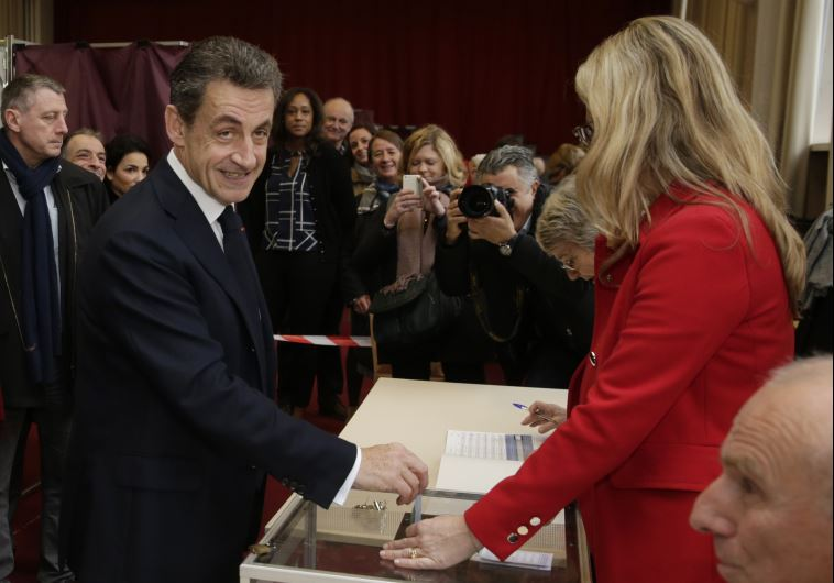 Nicolas Sarkozy (L), former French president and current head of the Les Republicains political part