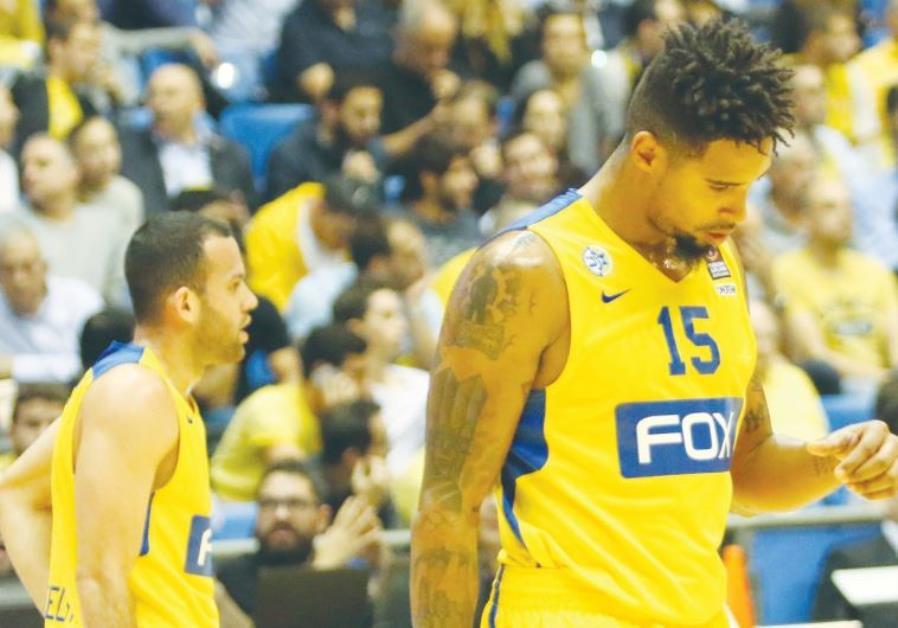 Maccabi tel aviv Forward Sylven Landesberg (right)