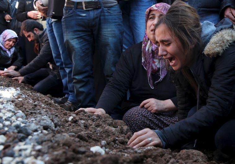 Relatives of Siyar Salman mourn over his grave