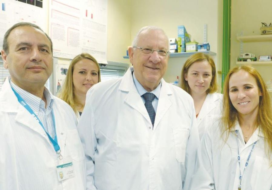 PRESIDENT REUVEN RIVLIN visits a molecular biology laboratory at the University of Haifa