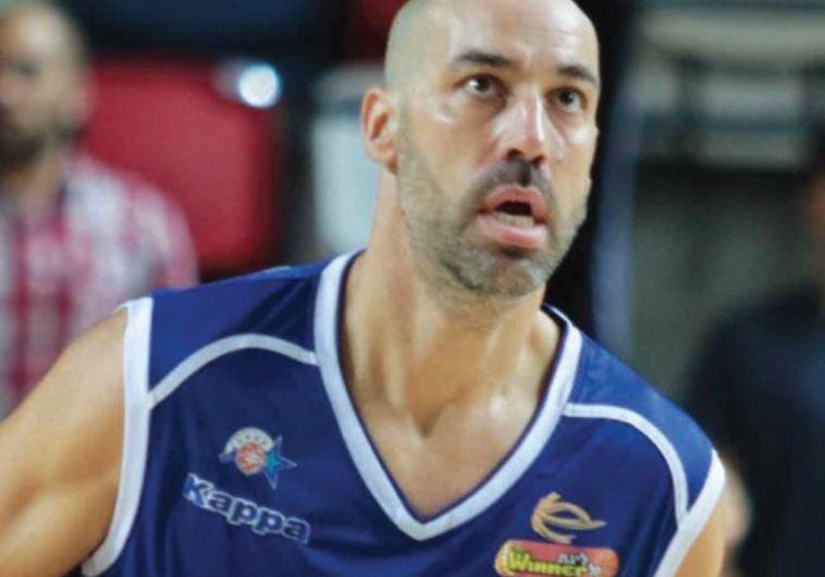 Maccabi Kiryat Gat 'S 40-yearold guard Meir Tapiro
