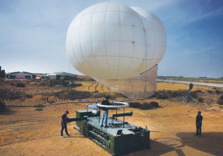 IDF SOLDIERS prepare to launch a Skystar 330 intelligence and counter-IED aerostat