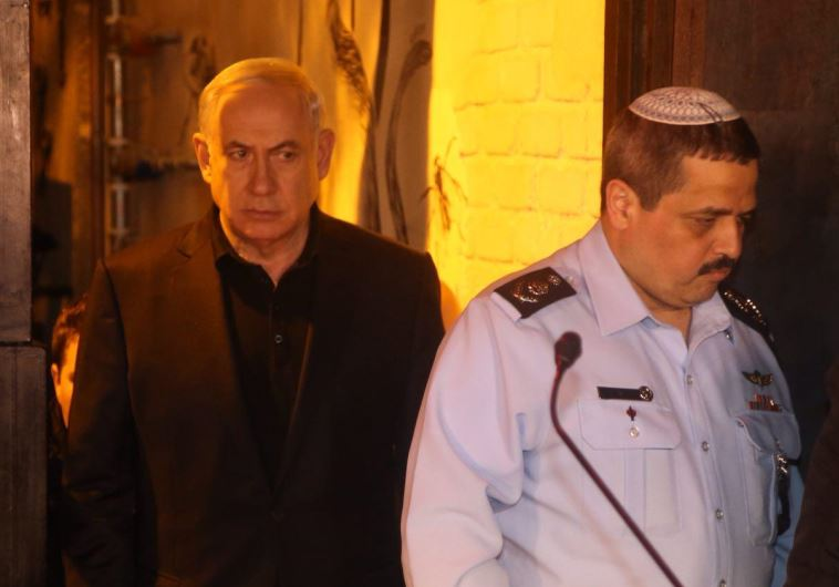 Prime Minister Benjamin Netanyahu visits the site of the shooting on Dizengoff, January 2. 2016.