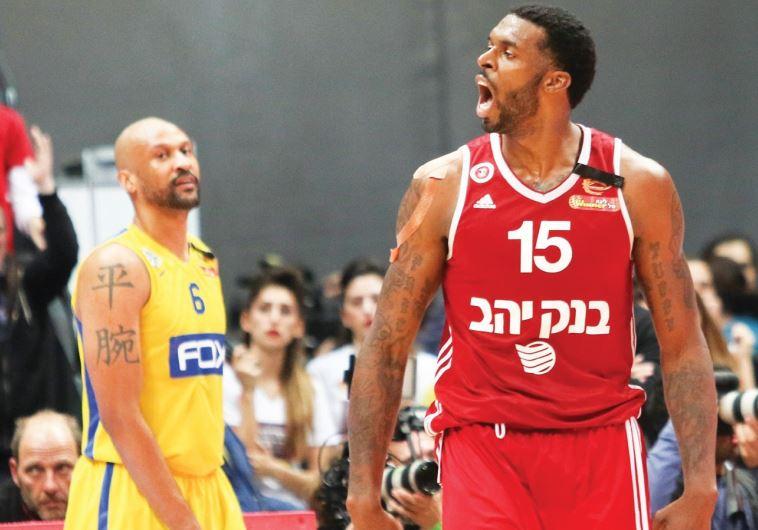 Hapoel Jerusalem forward Donta Smith (right) and Maccabi Tel Aviv swingman Devin Smith (left)