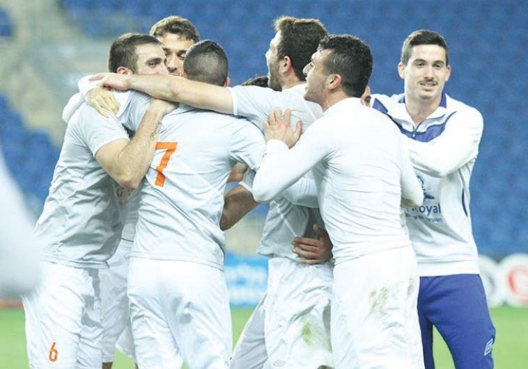Ness Ziona players celebrate after stunning Maccabi Netanya of the Premier League in the State Cup r