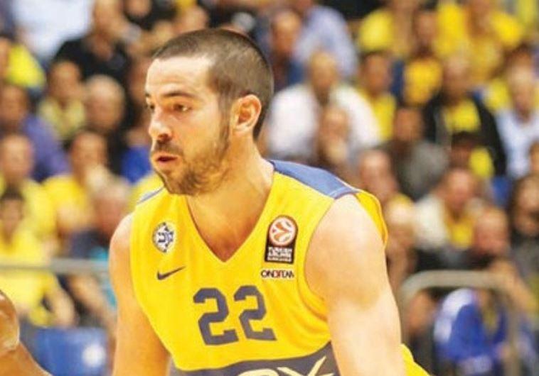 Maccabi TA guard Taylor Rochestie