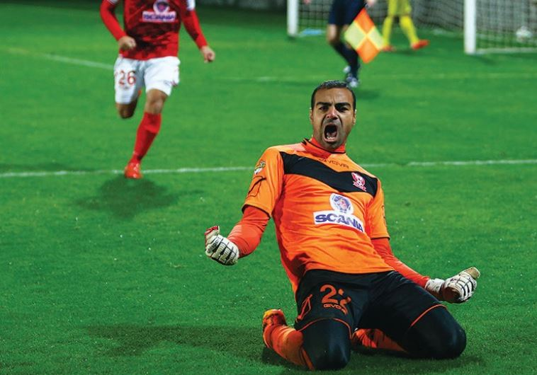Bnei Sakhnin goalkeeper Mahmud Kandil celebrates during his team's 5-4 shootout win over Ness Ziona