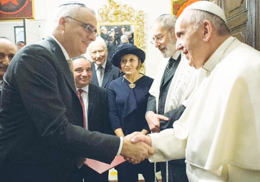 ANTI-SEMITISM FIGHTER Prof. Charles Small presents Pope Francis with his policy paper on global anti