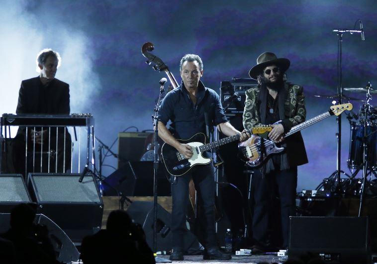 "Musician Bruce Springsteen performs ""Knockin' On Heavens Door."""