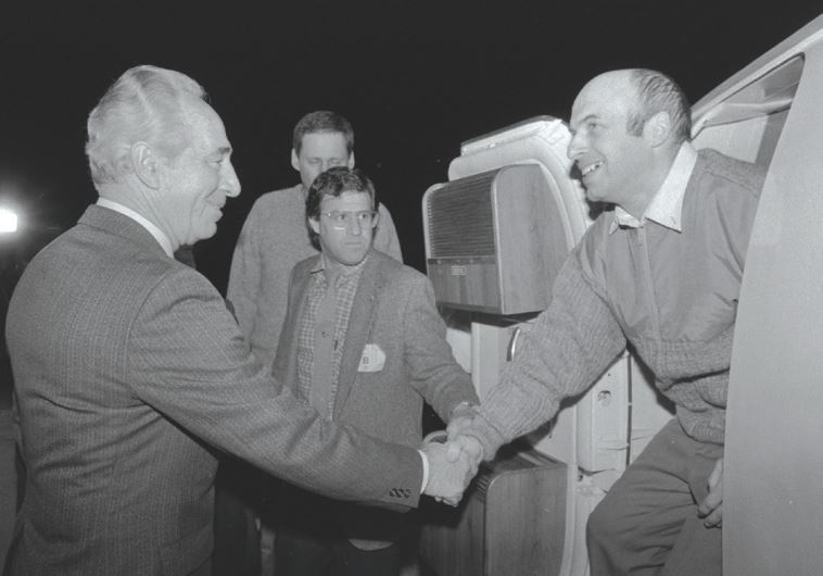THEN PRIME MINISTER Shimon Peres greets newly released Prisoner of Zion Natan Sharansky at Ben-Gurion Airport where he was flown from Germany after being freed from a Soviet prison, February 11, 1986. (GPO)