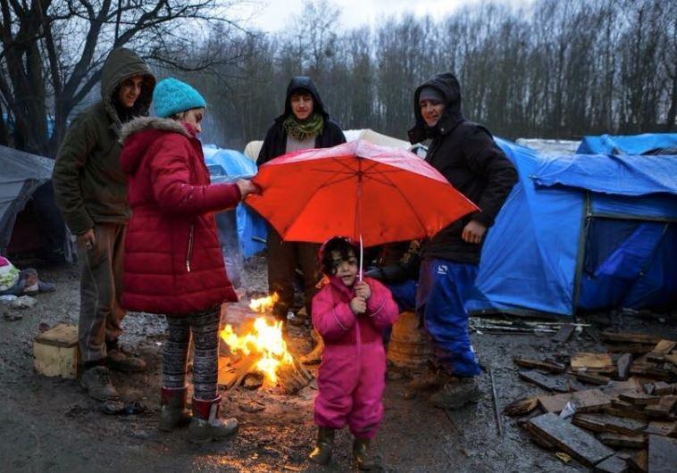 IsraAid volunteers help refugees in Northern France.